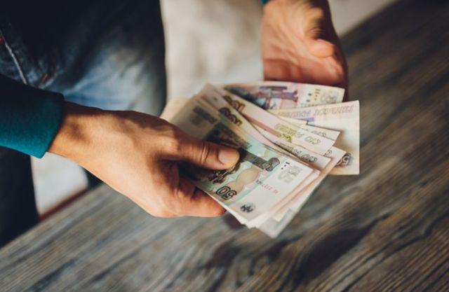 Наличные деньги в руках