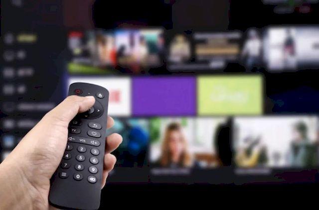 Переключение интернет-каналов на телевизоре с помощью пульта дистанционного управления